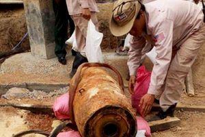 Phát hiện quả bom gần 350kg khi đào móng nhà