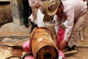 Bom Mỹ 330 kg nguyên ngòi nổ phát lộ khi đào móng xây nhà