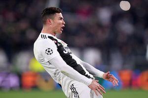 Ronaldo gửi tin nhắn cho Evra trước ngày lập hat-trick