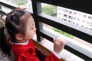 Liên tiếp tai nạn thương tâm do trẻ em rơi từ nhà chung cư: Bất cập ở đâu?