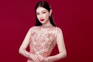 Quỳnh Chi rạng rỡ với tà áo dài