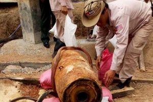 Phát hiện quả bom 'khủng' khi đào móng làm nhà