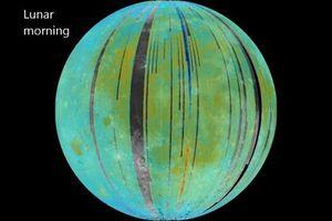 NASA: Nước trên Mặt Trăng 'di chuyển' kỳ lạ
