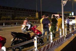 Đoạn bê-tông đặt giữa đường ở TP HCM: Sáng kiến hay 'bẫy' hại người?