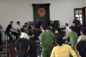 Náo loạn phiên tòa ở Bình Chánh, cả nhà bị truy tố