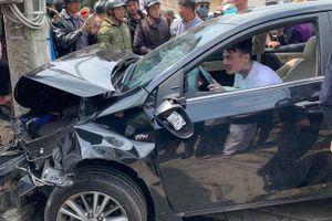 Thanh niên 'ngáo đá' tông hàng loạt ô tô, xe máy trên nhiều tuyến phố