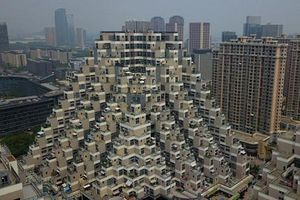 Mục sở thị tòa chung cư hình kim tự tháp kỳ lạ