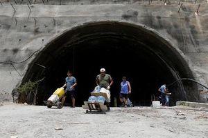 Mất điện, người dân Venezuela lại khốn khổ vì khủng hoảng nước