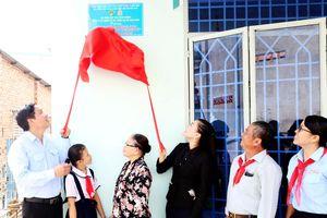 Trao nhà cho học sinh nghèo