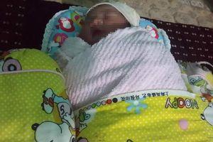 Phát hiện bé gái sơ sinh bị bỏ rơi bên đường