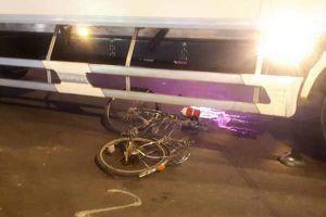 Xe tải ôm cua cán chết bé gái trên quốc lộ