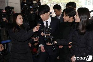 Seungri, Jung Joon Young cúi đầu xin lỗi khi đến trình diện cảnh sát về tội quay lén và phát tán clip sex