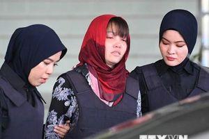 Đoàn Thị Hương thất thần rời phiên tòa ở Malaysia