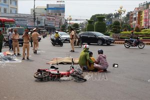 Hai vụ tai nạn liên tiếp tại 1 ngã tư khiến 3 người thương vong