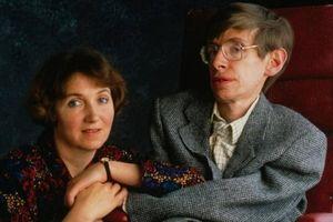 Tình yêu tái sinh Stephen Hawking