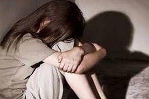Nghệ An: Thiếu nữ 15 tuổi bị nam thanh niên quen qua mạng giao cấu