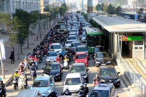 Hà Nội quyết tâm cấm xe máy thì cũng cần rõ ràng việc hạn chế xe ô tô cá nhân!
