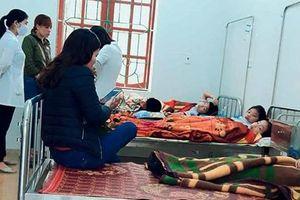 Hà Tĩnh: 7 học sinh nhập viện cấp cứu sau bữa sáng tại cổng trường