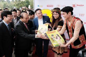 Thủ tướng đánh giá cao gian trưng bày báo NTNN/Dân Việt