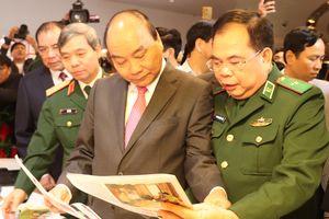 Thủ tướng Nguyễn Xuân Phúc cắt băng khai mạc Hội Báo toàn quốc 2019