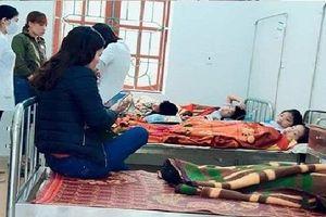7 học sinh ở Hà Tĩnh nhập viện cấp cứu sau bữa sáng tại cổng trường