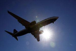 Máy bay Boeing 737-800 hạ cánh khẩn cấp ở Nga vì sự cố động cơ