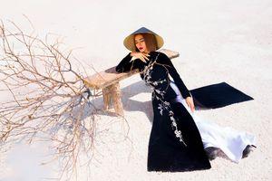 Kim Tuyến diện áo dài cách tân khoe vai trần nõn nà