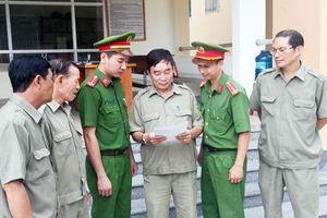 Người bảo vệ tổ dân phố trách nhiệm với công việc