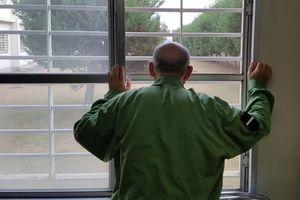 Vì sao một số người hưu trí Nhật Bản lại thích được đi tù?
