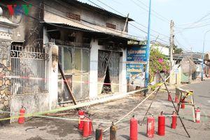 Cháy lớn tại Kiot sửa đồ điện tử, 3 người trong gia đình tử vong