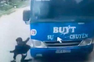 Tài xế xe buýt bẻ lái tài tình giúp bé trai thoát chết nói gì?