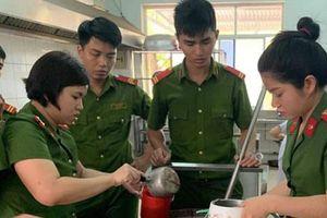 Thanh niên công an giúp đỡ bệnh nhân nghèo, học sinh khó khăn