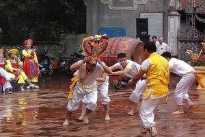 Hấp dẫn màn 'lột rắn' tại lễ hội Trường Lâm