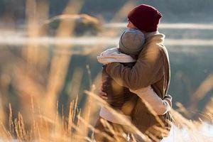 Chỉ nhờ 3 hành động này, chồng từ bỏ bê vợ con thành yêu thương chăm chút từng li từng tý