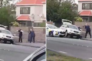Video cảnh sát Christchurch lôi nghi phạm từ trong xe, quật xuống đường sau vụ thảm sát