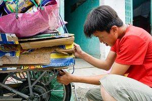 Clip: Cậu bé 'não cá vàng' nhặt ve chai nuôi hy vọng giúp đỡ người nghèo