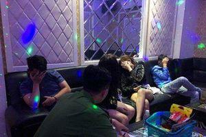 Gia Lai: 10 nam nữ phê ma túy trong quán karaoke