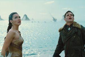 Song nữ Marvel - DC đại chiến (P2): 10 bất lợi cản trở Captain Marvel đánh bại Wonder Woman
