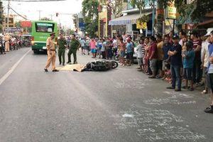 Tránh ô tô từ ngõ ra, người đàn ông chết thảm dưới bánh xe buýt