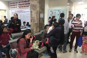 Bệnh viện quá tải vì trẻ ở Bắc Ninh ùn ùn đến xét nghiệm sán
