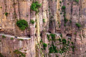 1.250 m đường hầm xuyên núi đá được đục bằng tay ở Trung Quốc