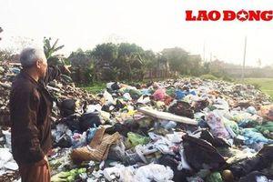 Bãi rác tập kết gần nhà dân gây ô nhiễm nghiêm trọng