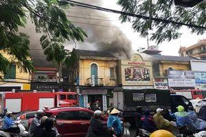 Cháy khách sạn Sao Mai ở Hải Phòng, nhiều người đang mắc kẹt