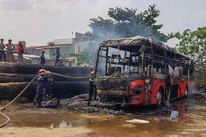 Quảng Nam: Xe khách giường nằm bất ngờ bốc cháy tại bến