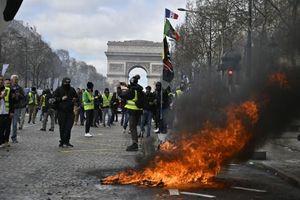 Người biểu tình cực đoan đập phá mọi thứ ở trung tâm Thủ đô Paris