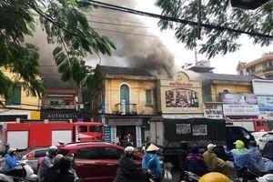 Cháy khách sạn, một nữ nhân viên tử vong, nhiều người mắc kẹt