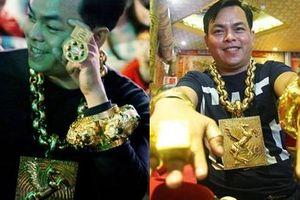 Được hỏi 'Tiền nhiều để làm gì' - đại gia nghiện đeo vàng Phúc XO trả lời khiến giới nhà giàu cũng phải nể