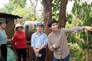 Hoa hậu H'Hen Niê về tận buôn làng khảo sát, đưa nước sạch về với người dân