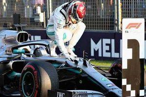 Đua xe F1: Lewis Hamilton giành pole tại GP Australia