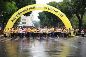 Giải chạy marathon 'Bưu điện Việt Nam - Vì thế hệ trẻ'